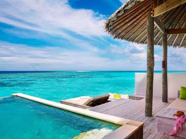 Laamu_Water_Villa_with_Pool_deck_[6037-A4]